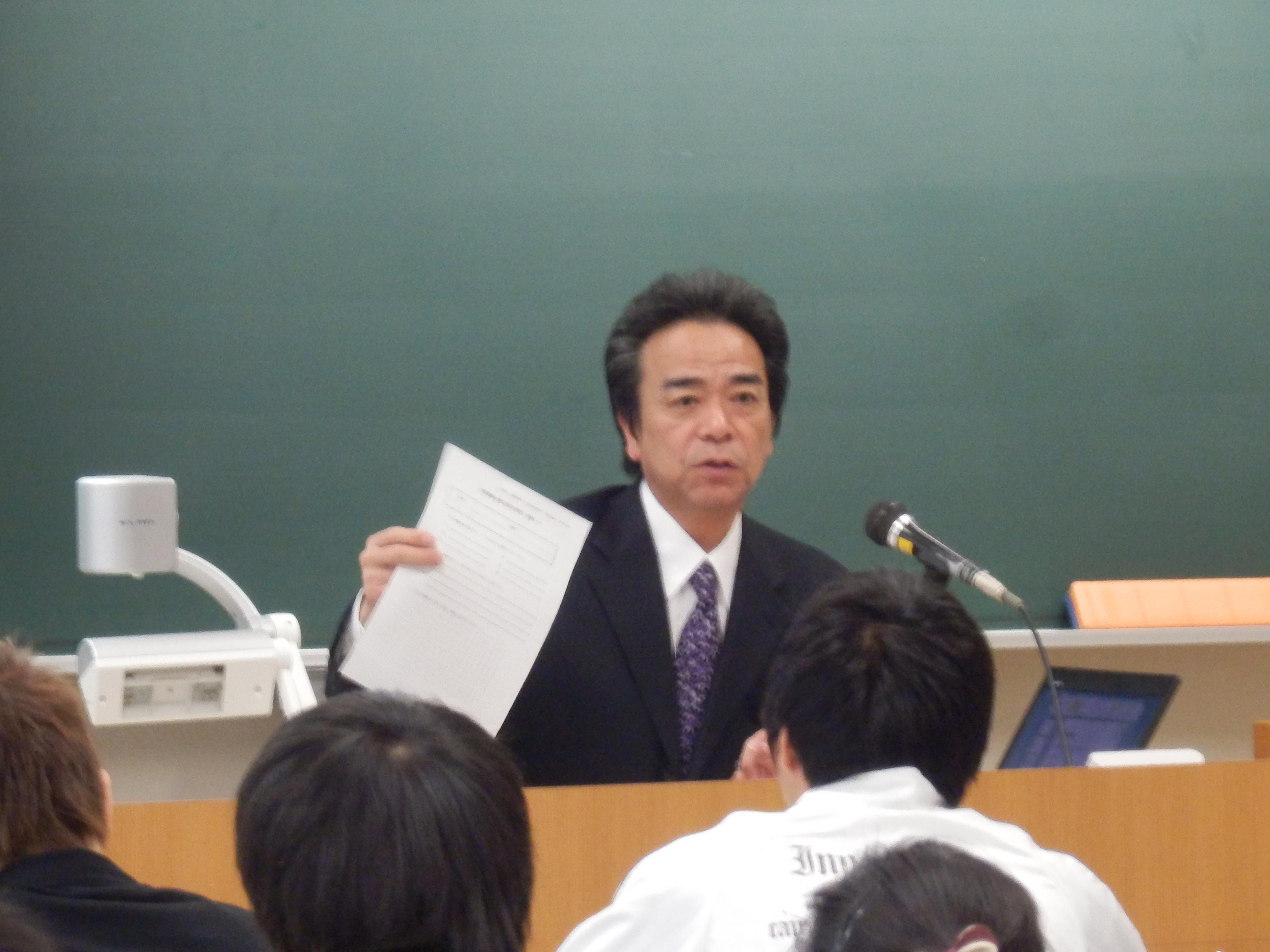 講師の春名貢氏