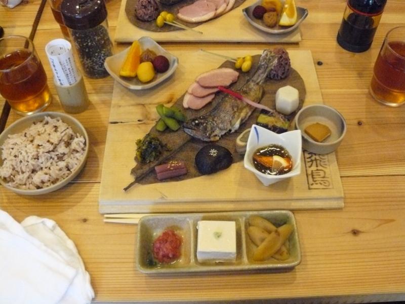 古代食をふんだんに取り入れた昼食.JPG