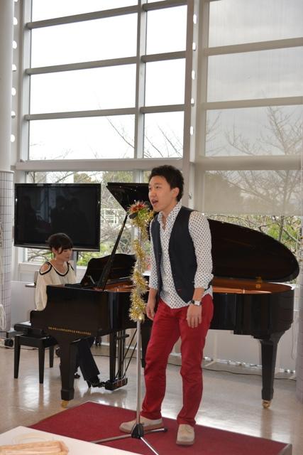 熱唱する後藤さんと伴奏の田月さん.JPG