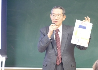 講演を行う平松 義明奈良税務署署長