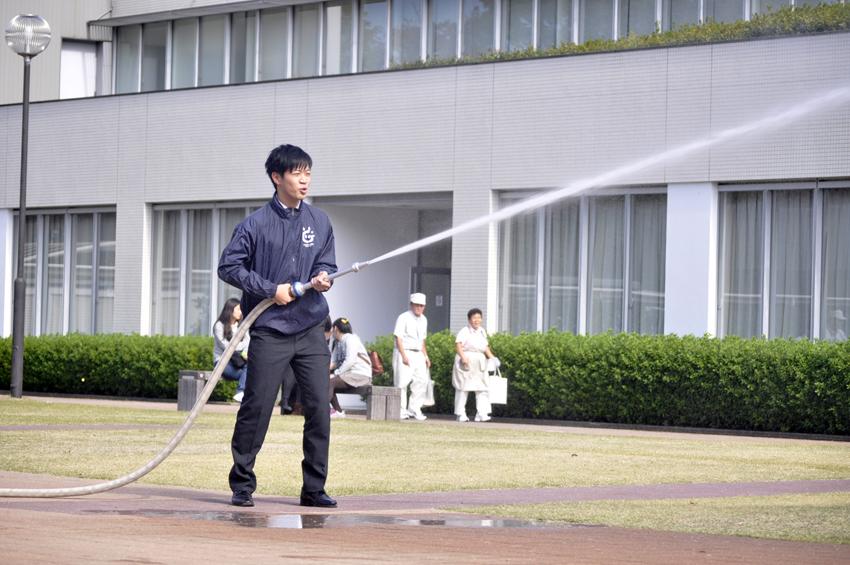 消火栓を使用した放水訓練