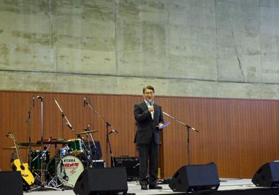 岩井学長の開演挨拶
