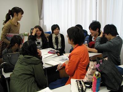 取材するお店を考える文化創造学科学生たち
