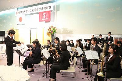 本学吹奏楽部の演奏
