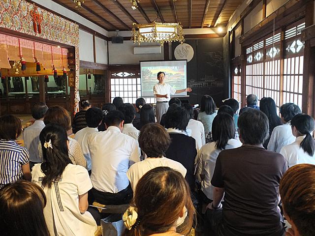 牟田口教授の講演「平等院鳳凰堂の平成大修理報告」の様子