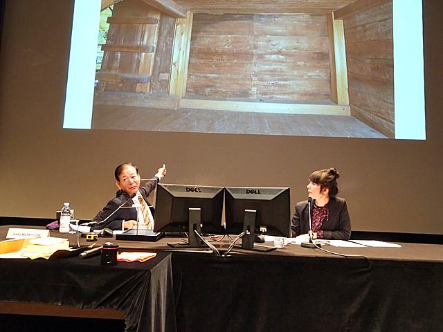 正倉院について解説する牟田口教授