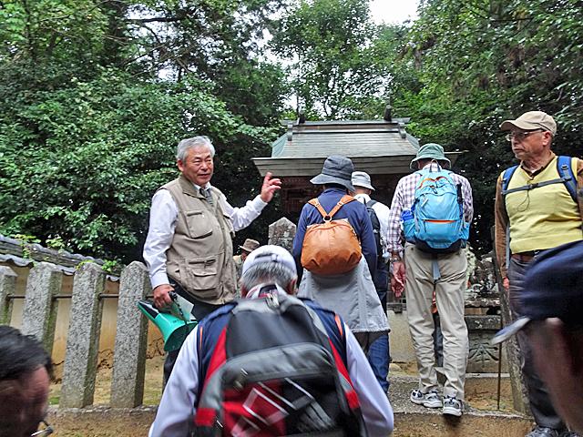 素盞嗚命神社の境内踏石を見学