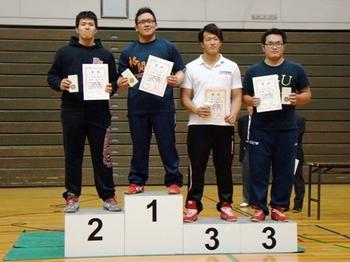 本年7月の新人戦優勝時の竹内選手(左から2人目)