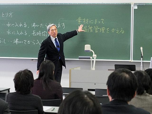 身近な題材で授業での発問の仕方を教えていただきました