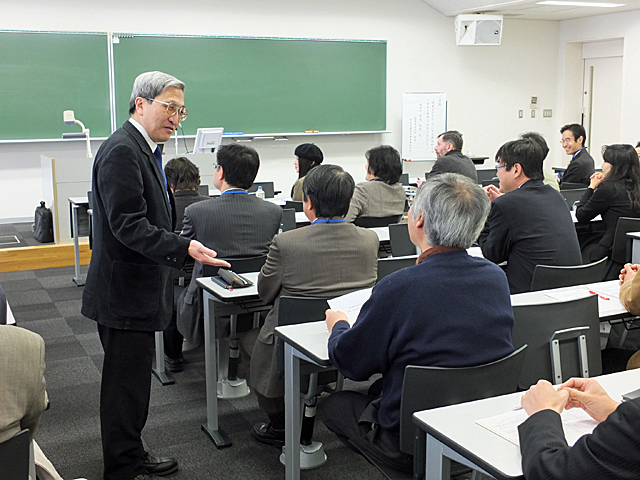 受講者にコメントを求める倉茂先生