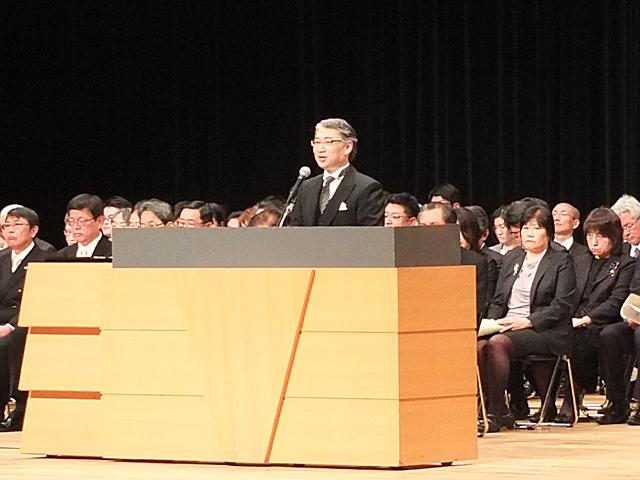 式辞を述べる岩井学長