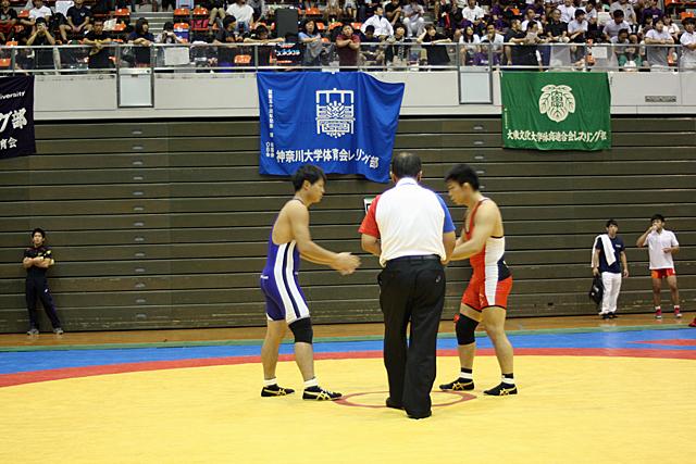 フリースタイル74kg級 杉原選手 試合開始の握手