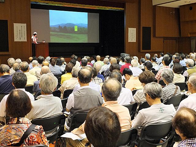 講座会場は大勢の受講者の方で満席に
