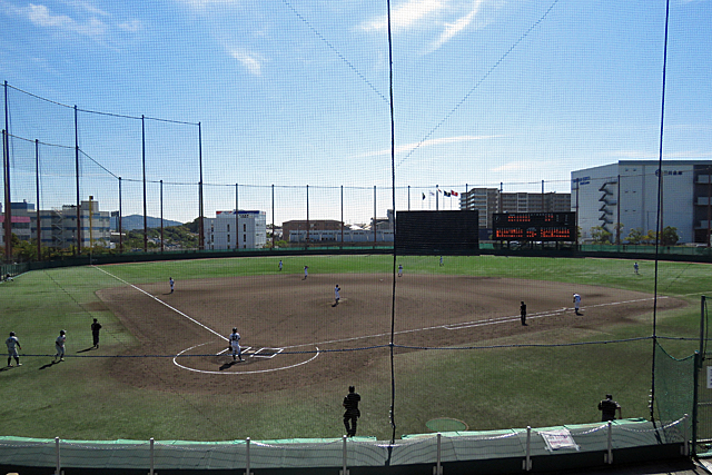 会場の神戸総合運動公園サブ球場(対 姫路獨協大学戦 第1戦目)