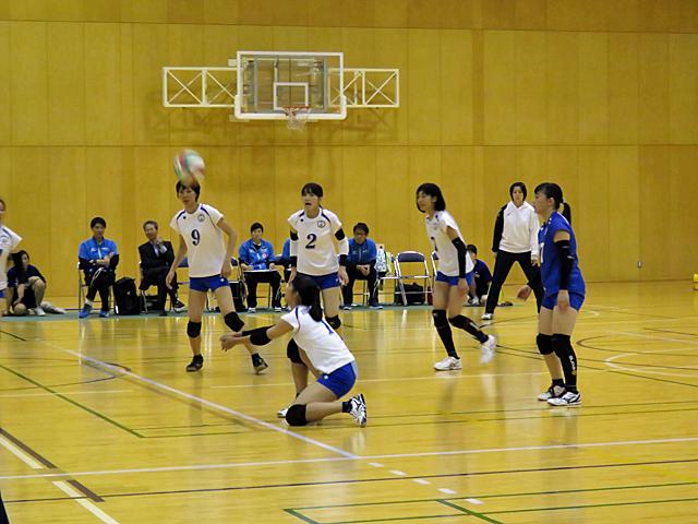 キャプテン丸山選手のレシーブ(対神戸学院大戦)
