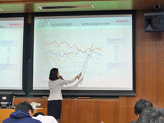 わが国の資金動向に関する説明の様子(第2回講座)