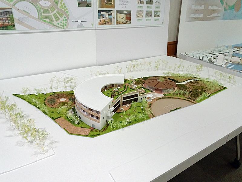 設計図面とともに展示された緻密な模型