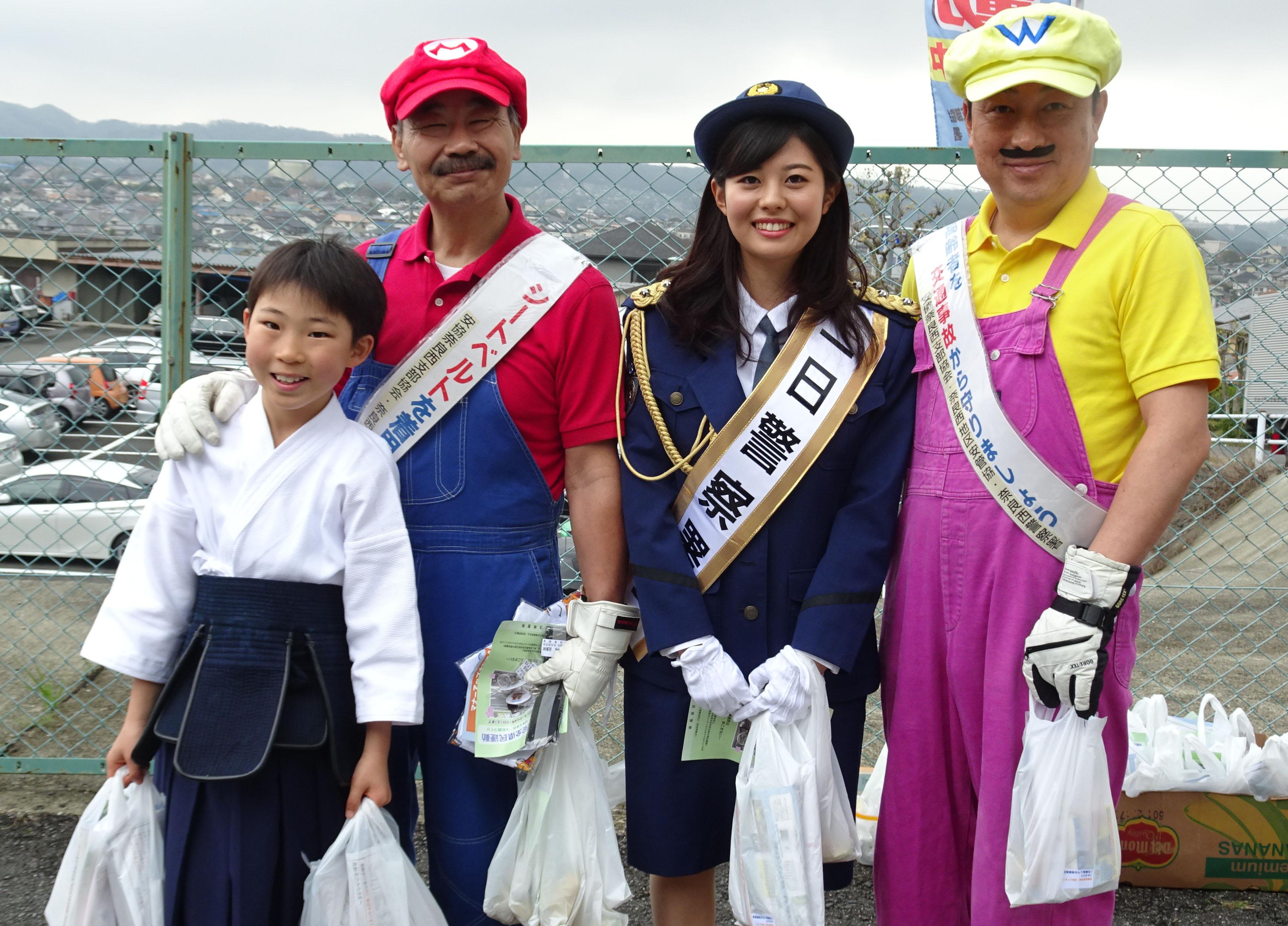 マリオチーム、少年剣士と。笑顔でイベントに華を添えました