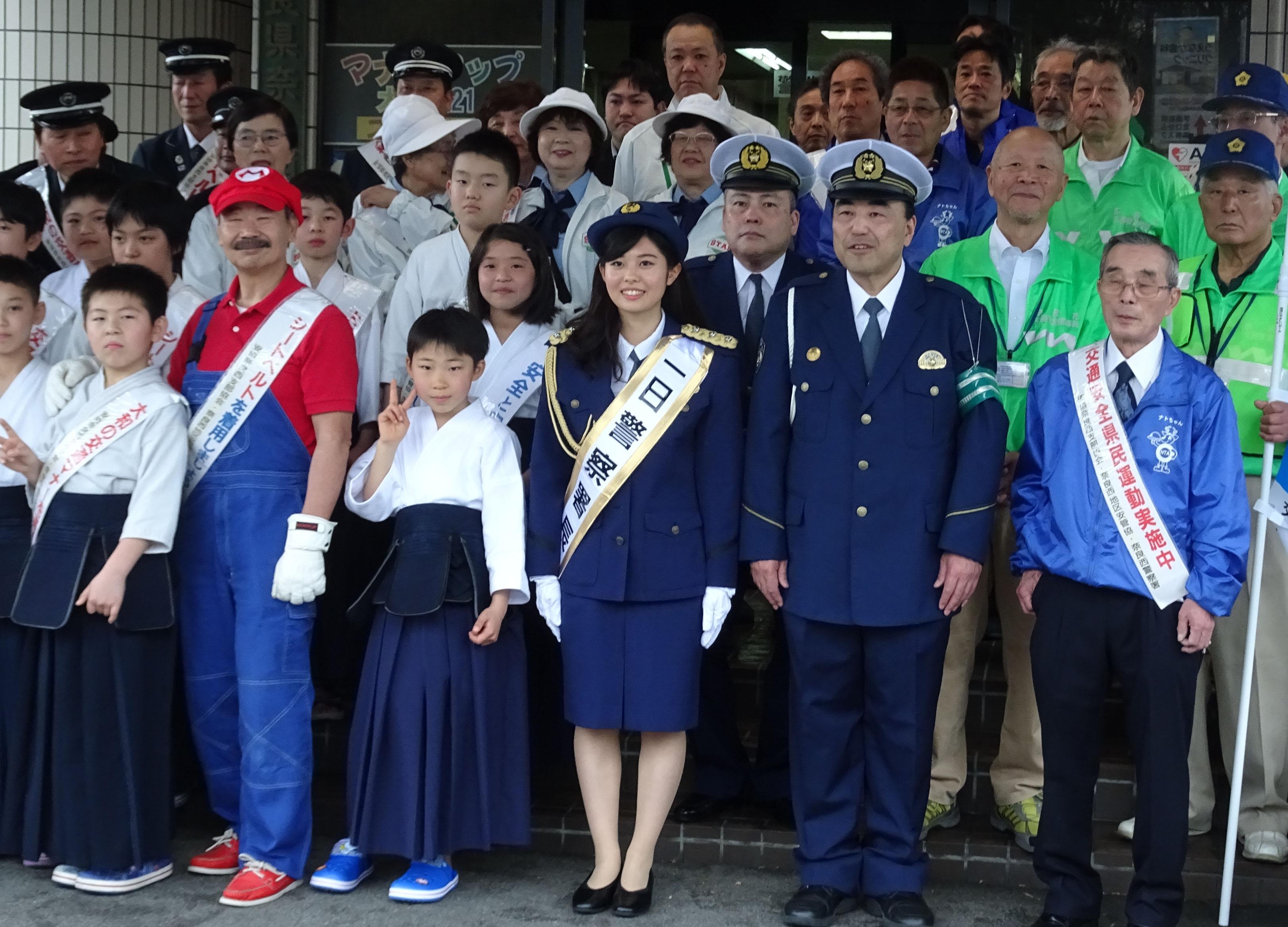 イベント終了後、奈良西警察署前で記念撮影