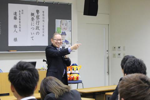 質問する遠藤本部長2.jpg